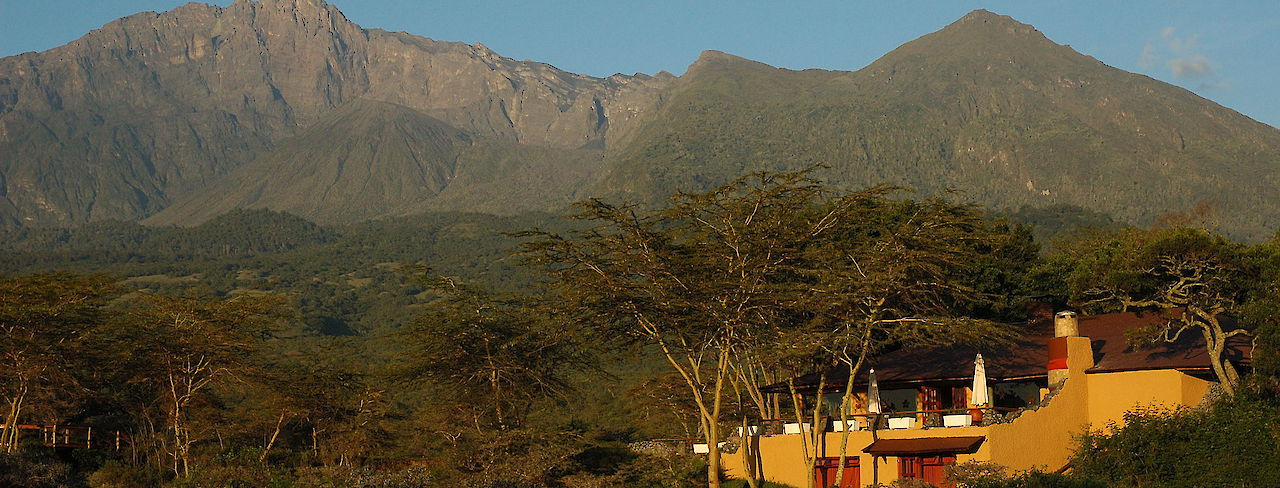 Hatari-Lodge vor Mt. Meru