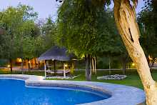 Pool der Mushara Lodge