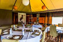 Restaurant im  Ang'atas Crater Camp