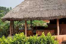Veranda mit Strohdach in der Eco Benin Lodge Possotome